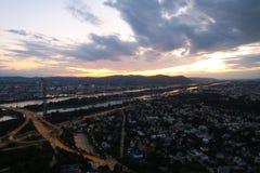 Wien-Skyline und die Donau in Austrias-Hauptstadt Lizenzfreies Stockbild