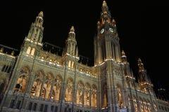 Wien stadshus på natten Arkivbilder