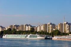 Wien-Stadt-Skyline über der Donau Lizenzfreies Stockbild