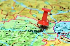 Wien steckte auf eine Karte von Europa fest Lizenzfreies Stockbild