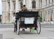 Wien turist- dragning, fiakerritt inom staden Arkivbild