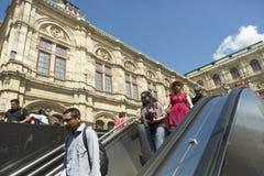 Wien U-Bahn stationsingång Arkivbild
