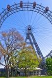 Wienskt jätte- rullar in det Prater nöjesfältet på Wien Royaltyfri Fotografi