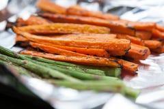 Świeżo Piec na grillu warzywo marchewki Szparagowe Obrazy Royalty Free
