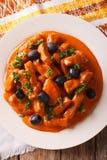 Wieprzowina gulasz w korzennym kumberlandzie wino, pomidory i śmietanka z oliv, Zdjęcia Stock