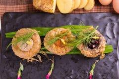 Wieprzowina kotlecików piłka, piec grule i jajka, Fotografia Stock
