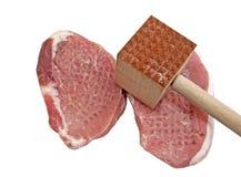 Wieprzowina kotleciki z mięsnym tenderizer narzędziem Fotografia Stock