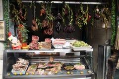 Wieprzowina sklep w rynku Zdjęcia Royalty Free
