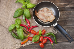 Wieprzowina stek na niecce obrazy royalty free