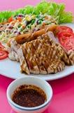 Wieprzowina stek z kiełbasą fotografia stock