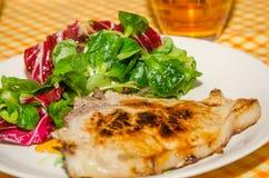 Wieprzowina stek z sałatką obrazy stock