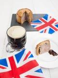 Wieprzowiny piwo z flaga i kulebiak Zdjęcie Royalty Free