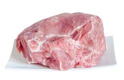 Wieprzowiny surowy mięso na białym talerzu, zamyka up, biały tło Obraz Stock