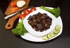 Wieprzowiny wątróbka stewed z cebulami i fasolami marchwianymi i czerwonymi Obraz Stock