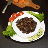 Wieprzowiny wątróbka stewed z cebulami i fasolami marchwianymi i czerwonymi Zdjęcie Stock