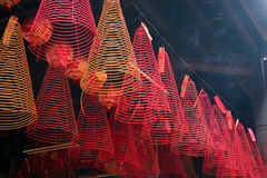 Wierook, de Pagode van Hoi Quan van de Zoon Tam, Cholon (de stad van China), Ho-Chi-Minh-Stad Royalty-vrije Stock Foto's
