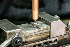 Wiertnicza maszyna pracuje na foremce Fotografia Royalty Free