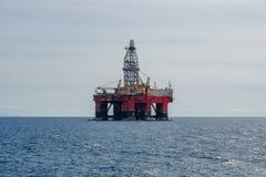 Wiertniczy platfom, wieża wiertnicza, na morzu świder platforma zdjęcie royalty free