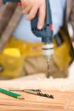 wiertniczy złotej rączki domowego ulepszenia drewno Obrazy Royalty Free