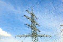 Wierza dla elektryczności w wiejskim krajobrazie Zdjęcie Royalty Free