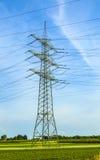 Wierza dla elektryczności w wiejskim krajobrazie Fotografia Royalty Free