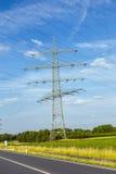Wierza dla elektryczności w wiejskim krajobrazie Obrazy Royalty Free