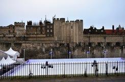 Wierza Londyn Bożenarodzeniowy Lodowy lodowisko budynku królestwa London stary wierza zlany Victoria zdjęcie stock