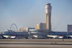 - 12, 2017 wierza McCarran lotnisko w Las Vegas, LAS VEGAS, NEVADA, PAŹDZIERNIKU - Zdjęcie Stock