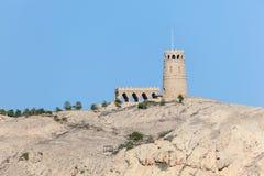 Wierza na górze Sawadi wyspy, Oman Zdjęcie Royalty Free