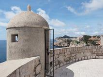 Wierza na starej miasto ścianie Dubrovnik, Chorwacja Fotografia Royalty Free