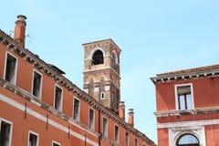 Wierza na ulicznym Ruga Vecchia San Giovanni Zdjęcie Royalty Free