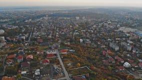 Wierza od copter latania przy w górę małego pejzażu miejskiego starej architektury mieści Uzhhorod Ukraina Europa zbiory