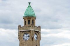 Wierza Z Cyan kopułą I Dużym zegarem - Chmurny niebo W tle fotografia stock