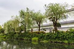 Wierzbowi drzewa i widok od tradycyjnej łódkowatej wycieczki turysycznej w Yanagawa, Fukuoka Zdjęcie Royalty Free