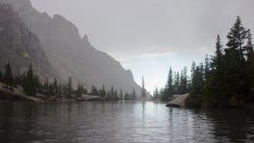 Wierzbowy jezioro w górach Zdjęcia Royalty Free