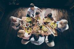 Wierzchołek nad wysokiego kąta widok ładny pokojowy życzliwy rodzinny littl zdjęcie royalty free