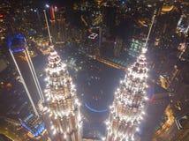Wierzchołek Petronas bliźniacze wieże Widok z lotu ptaka Kuala Lumpur śródmieście, Malezja Pieniężny okręg i centrum biznesu w mą fotografia royalty free