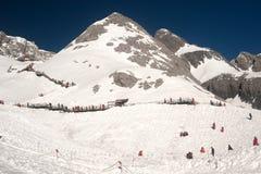 Wierzchołek chabeta smoka śnieżna góra w Chiny. Obrazy Stock