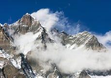 Wierzchołek Lhotse i Nuptse z chmurami na wierzchołku Obrazy Royalty Free