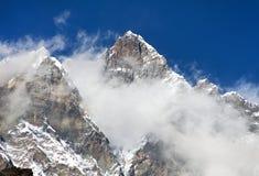 Wierzchołek Lhotse z chmurami na wierzchołku Zdjęcia Stock