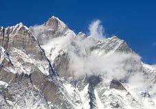 Wierzchołek Lhotse z chmurami na wierzchołku Zdjęcia Royalty Free