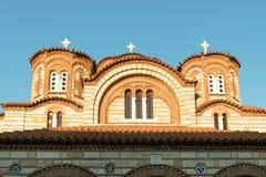 Wierzchołek monaster z trzy krzyżami przeciw niebieskiemu niebu Zdjęcia Royalty Free