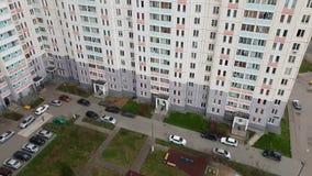 Wierzchołek podwórze budynek mieszkalny w Moskwa, Rosja zdjęcie wideo