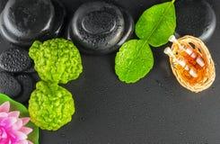 Wierzchołka puszek zdroju pojęcia bergamota, liść, woń olej, lotos i Obrazy Stock