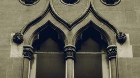 Wierzchołek Stary Angielski okno Z Dekoracyjnymi kolumnami Zdjęcie Royalty Free