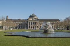 Wiesbaden kasyno z fontanną obraz stock