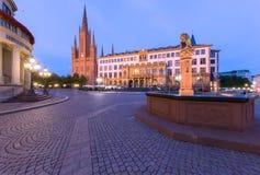 Wiesbaden Schlossplatz e chiesa Immagini Stock Libere da Diritti
