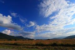 Wiese und Landschaft in Pyren?en-orientales lizenzfreie stockbilder