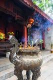 Wietnam, aromatyczny kadzidło przy wejściem świątynia zdjęcia stock