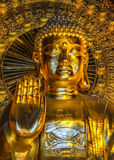 Wietnam Chua Bai Dinh pagoda: Zamyka up popiersie Gigantyczny Złoty Budd Fotografia Stock